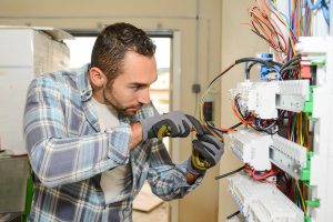 Emergency Electrician – An Expert Who Is Always in Demand